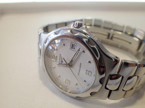 名門ブランド「ロンジン」の腕時計。ベルト修理を承りました。