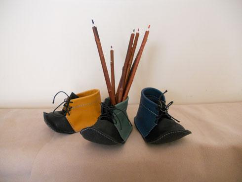 Pot à crayon en cuir en forme de chaussure, 18 euros