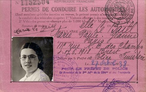 Permis de conduire de Marie LE BAILL, obtenu en octobre 1938. Combien de jeunes femmes de 20 ans détiennent alors ce permis ?