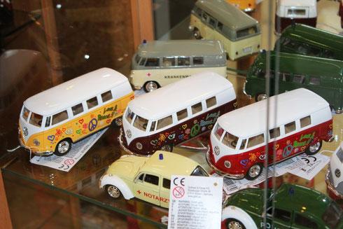 VW Bus, Hippie Bus, Masken, Bunte Kontaktlinsen