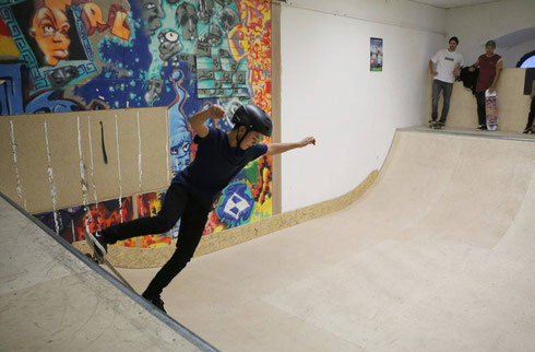 Lindau - Nun ist es wirklich ganz offiziell: Die Skateanlage im Jugendzentrum X-tra ist eröffnet. Oberbürgermeister Gerhard Ecker hat sie am Freitagnachmittag höchstpersönlich eingeweiht.