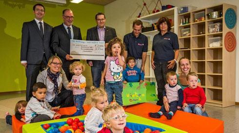 Die Seezwerge-Kinder freuen sich über eine Spende der VR-Stiftung der Bodenseebank. (Foto:  Christian Flemming)