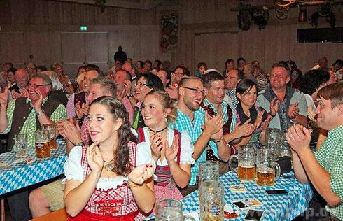 Bei der Wahl zum Fest-Kindl ging das Publikum begeistert mit.