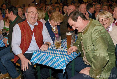 Sie biegen sich vor Lachen: Bad Füssings Bürgermeister Alois Brundobler und Kurdirektor Rudolf Weinberger.