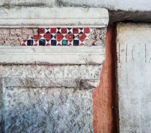 Chissà da dove arrivano tutti quei pezzetti di marmo riutilizzati dai Cosmati tra XII e XIII secolo? Mi pare che possa dirsi senza paure di smentite uno dei ricicli meglio riusciti della storia