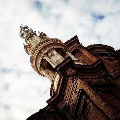 Da qualunque lato lo si guardi, lo strano campanile di sant'Andrea delle Fratte è un capolavoro