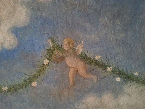 Il passetto coperto tra via di Grottapinta e piazza del Biscione si rifà il trucco grazie al centro studi Cappella Orsini: si parte dalla  volta, decorata da un volo di putti, e si proseguirà col resto...per passare da qui non servirà più turarsi il naso