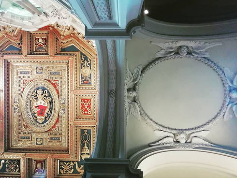 """Per prepararsi al Giubileo del 1650 papa Innocenzo X chiese a Borromini di restaurare san Giovanni, ma salvando il soffitto cinquecentesco...l'architetto """"sudò sangue"""" per accontentare il papa, ma almeno nelle navate laterali riuscì a fare di testa sua..."""