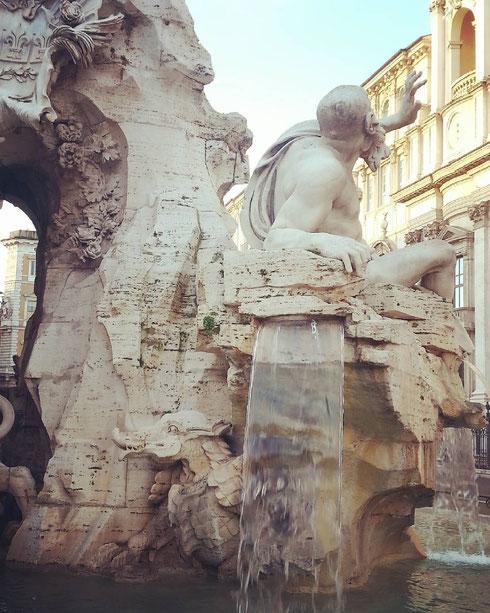 Dopo la pioggia di ieri, una mattina di sole a piazza Navona è un vero regalo