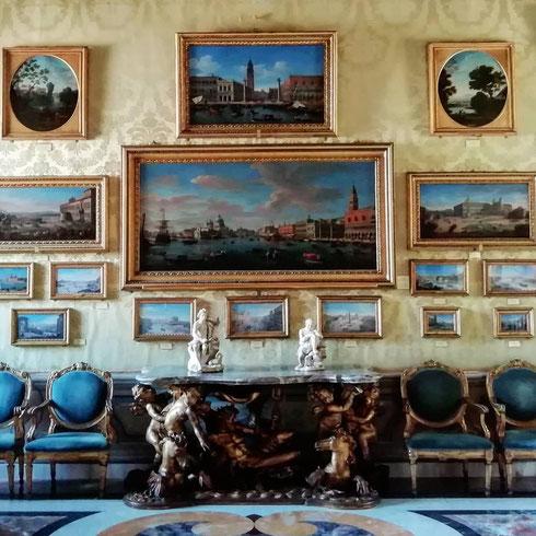 Tutto è pronto a palazzo Colonna per la presentazione del catalogo dei dipinti dell'appartamento principessa Isabelle...conoscete questo luogo straordinario? Scopriamolo insieme: qui siamo tra le vedute di van Wittel: passerei ore a guardarle