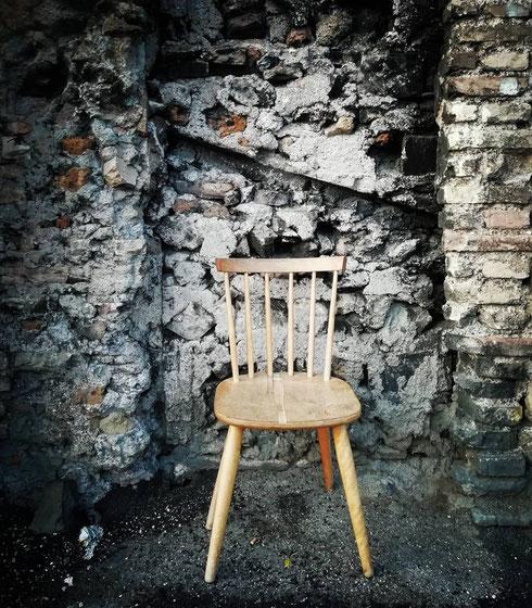 """Nel suo libro dell'inquietudine Fernando Pessoa scrive: """"un uomo, se possiede la vera sapienza, sa godere dell'intero spettacolo del mondo da una sedia"""". Se è così, su via Casilina sono a metà dell'opera"""