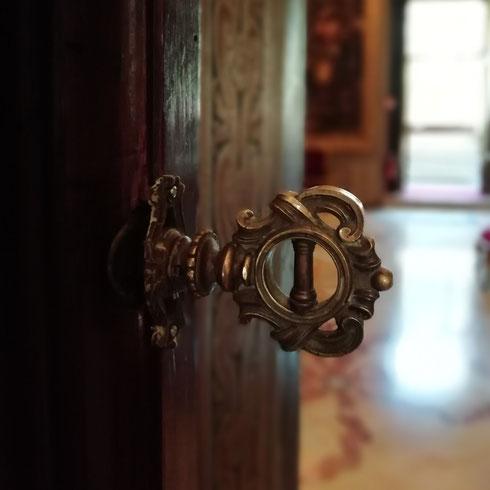 Non c'è nulla di più bello di una chiave (finché non si sa cosa si apre) diceva Maurice Maeterlinck...a palazzo Colonna le chiavi sono belle, ma quello che aprono lo è forse ancor di più