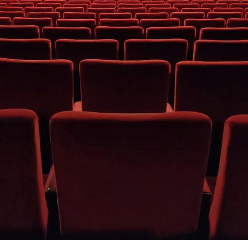 Com'è bello andare al primo spettacolo al cinema.  Com'è bello l'ultimo film di Nanni Moretti, Tre piani.