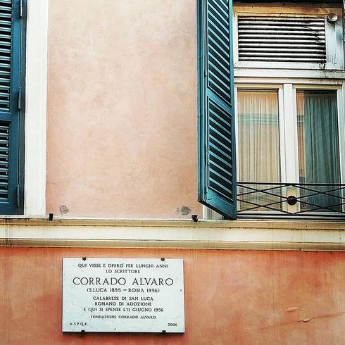 Era l'11 giugno del 1956 quando Corrado Alvaro, lo scrittore calabrese autore di Gente in Aspromonte, moriva nella sua casa in vicolo del Bottino, all'ombra delle palme di piazza di Spagna.