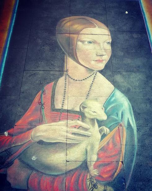Chissà, fosse nato adesso Leonardo da Vinci avrebbe potuto riciclarsi come streetartist/madonnaro...qualcuno l'avrebbe notato mentre disegnava la Dama con l'ermellino su via del Corso?