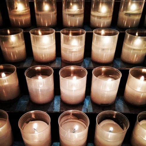 È meglio accendere una candela che maledire l'oscurità