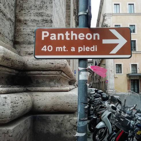 Se per andare al Pantheon devo percorrere 40 metri a piedi, quanti ne farò in auto? Sembra un problema di matematica, ma in realtà è un problema di italiano anzi, con l'italiano