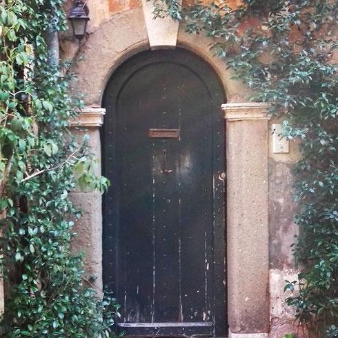 Una mattina a Trastevere, in vicolo dell'Atleta...