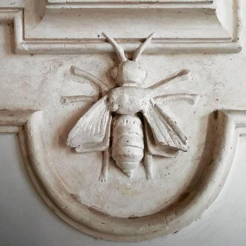 Non sentite un insistente ronzio? A palazzo Barberini le api volano indisturbate e si poggiano ovunque