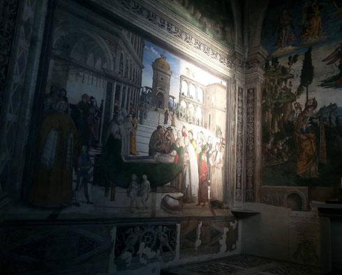 Basta un raggio di luce e la cappella Bufalini che Pinturicchio dipinse all'Aracoeli sembra un'apparizione