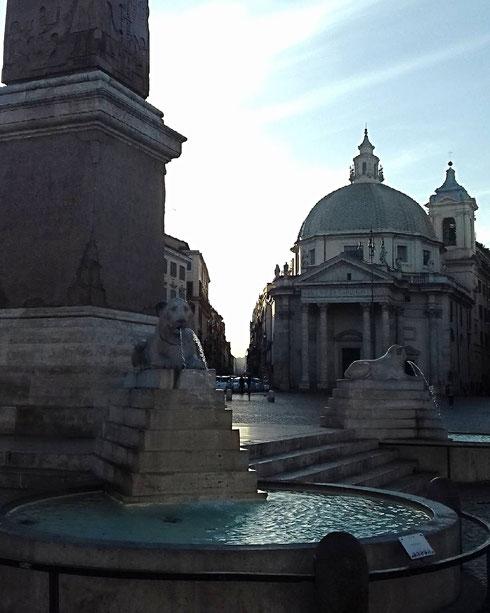 Cielo azzurro, aria frizzante, una passeggiata mattutina, piazza del Popolo quasi deserta...ecco i lunedì che preferisco