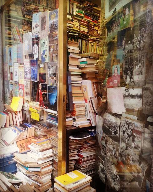 Sulla circonvallazione Trionfale, negozietto zeppo di libri usati...il paradiso dei lettori