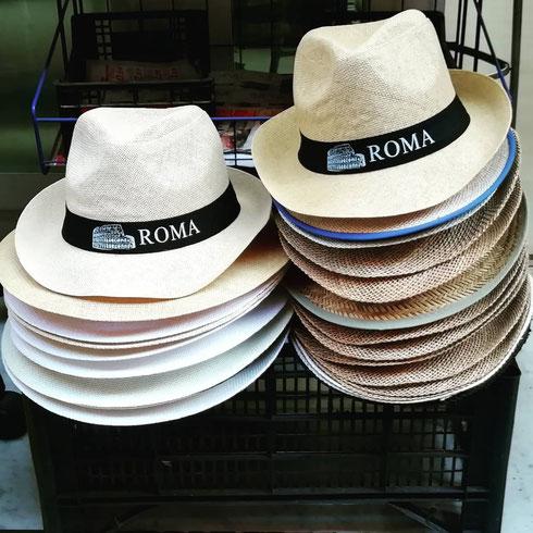 Cappelli inequivocabili per turisti confusi