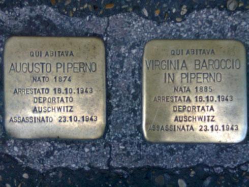 Due pietre d'inciampo a Roma per non dimenticare i deportati ad Auschwitz. Nel giorno della memoria non servono tante parole. Basta solo ricordare.