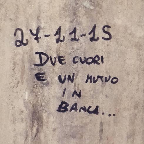 Romantico e oculato il nostro writer che lascia messaggi dietro piazza Venezia...sarà tasso fisso o variabile?