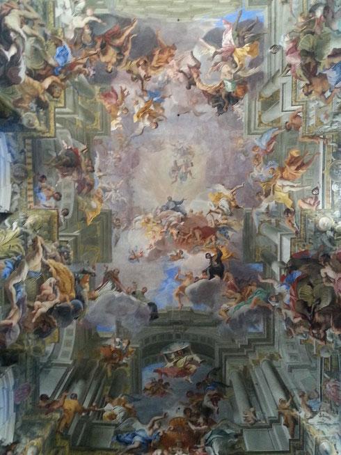 La meravigliosa volta affrescata da padre Andrea Pozzo nella chiesa di sant'Ignazio di Loyola...e non è l'unica opera stupefacente di questo posto...