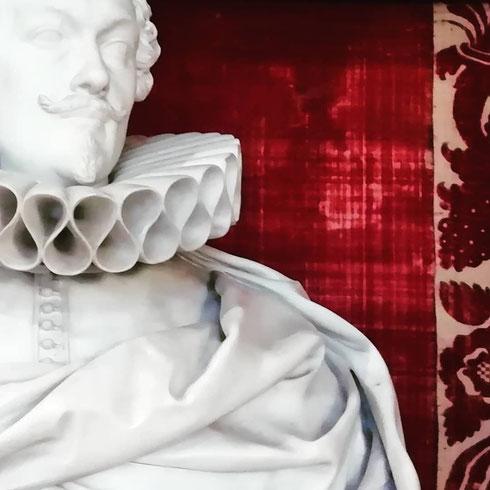 Gorgiere di marmo che paiono di vero tessuto...Alessandro Algardi ebbe una sola, grande, sfortuna: quella di essere contemporaneo di Bernini...e adesso pochi si ricordano di lui, anche se i suoi ritratti parlano chiaro...
