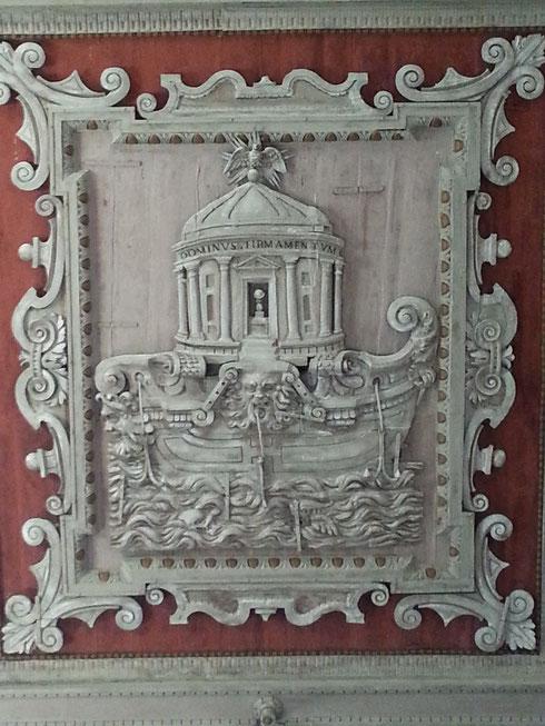 Un particolare dello spettacolare soffitto ligneo di santa Maria in Domnica