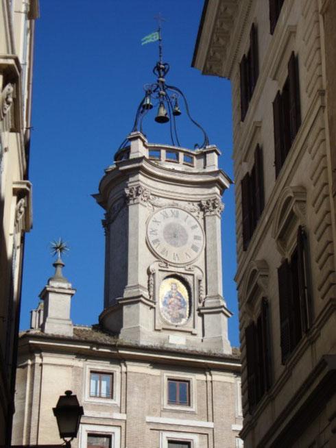 L'odierna via dei Banchi Nuovi era un tempo un tratto dell'antica via Papalis, che il papa percorreva dopo la sua elezione per andare dal Vaticano al Laterano...la città allora qui dava il suo meglio, come ha fatto Borromini con la torre dell'Orologio.