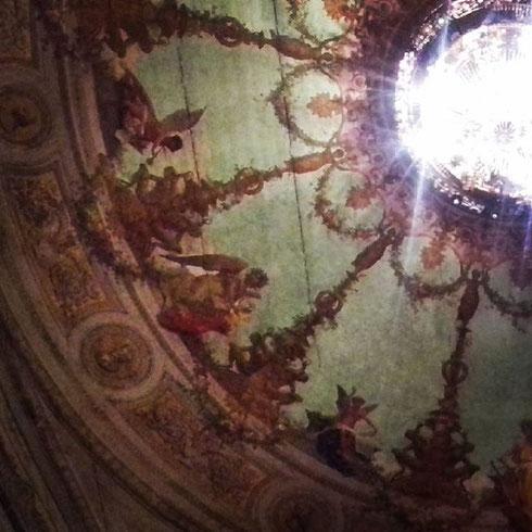 Scorci del teatro Argentina che appaiono come in un sogno...il teatro venne inaugurato nel 1732 dal duca Giuseppe Sforza Cesarini; l'antico velario, con putti e festoni, si conserva ancora nel piccolo museo nel sottotetto del teatro