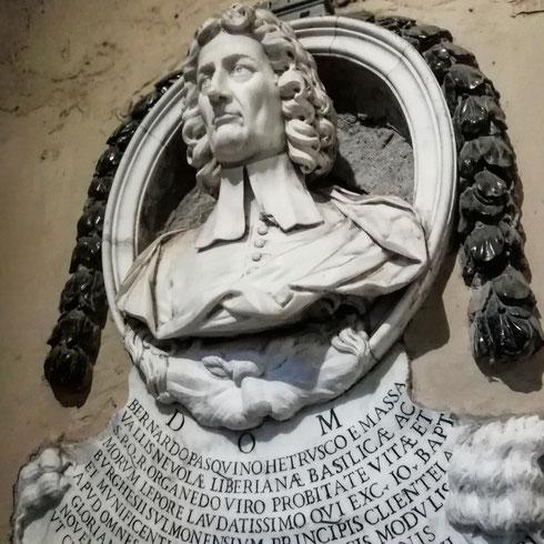 Arcadico, virtuoso del clavicembalo, compositore di opere, oratori e cantate, Bernardo Pasquini fu una delle personalità più influenti della scena musicale romana tra Seicento e Settecento. Oggi riposa a San Lorenzo in Lucina, proprio accanto all'ingresso