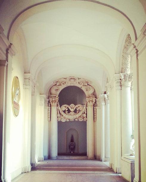 Il candido ingresso dell'accademia di san Luca a palazzo Carpegna, disegnato da Borromini