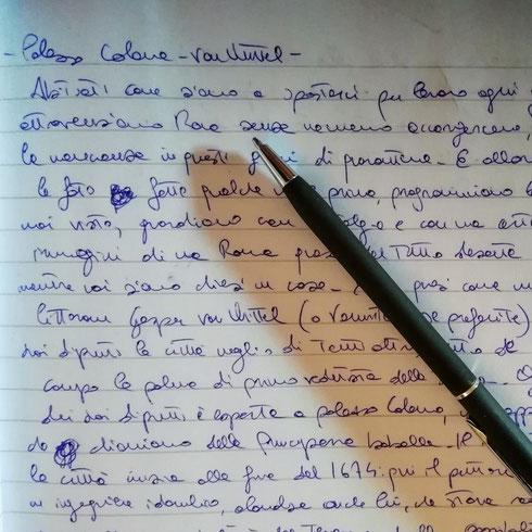 L'altro giorno ho fatto una cosa molto divertente: ho preso il mio quaderno e scritto (con la penna rigorosamente blu) una paginetta su Vanvitelli e palazzo Colonna, poi l'ho letta dentro un telefono...a breve la sentirete anche voi, così mi dite se vi piace. A me è venuta voglia di continuare