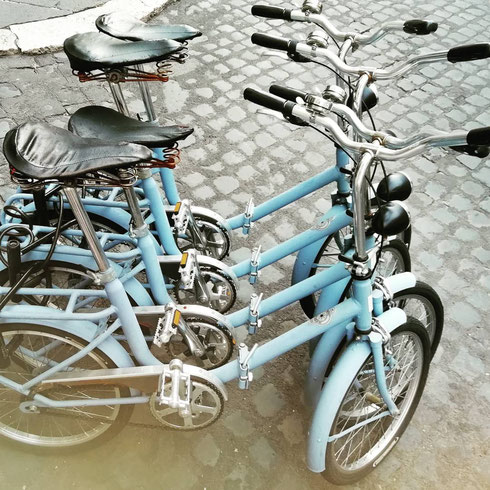 Pronti a montare in sella? Le bici del Fifteen Keys Hotel di  via Urbana tentano i ciclisti in essere...e anche se non si pedala, è bello immaginare un bel giro per Monti, vento nei capelli...quasi una vacanza