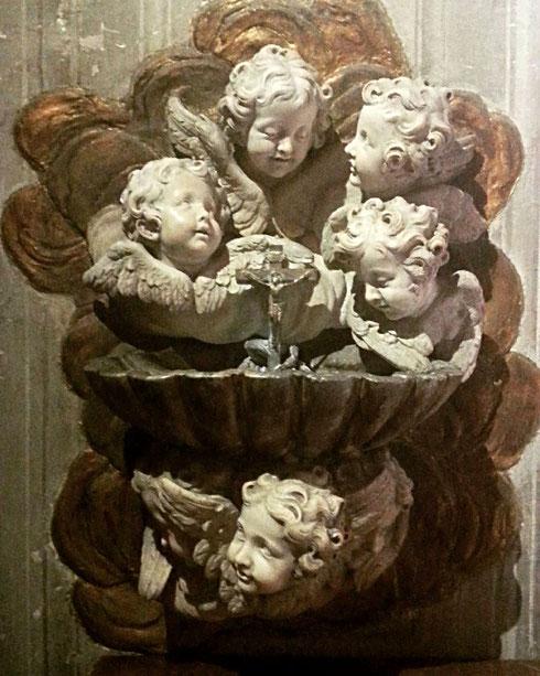 Una folla di angioletti all'oratorio del Caravita