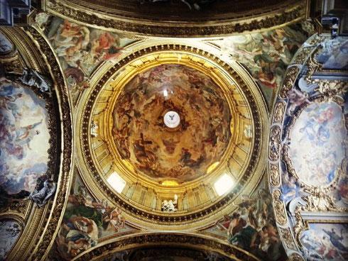 La geometria perfetta della cupola della chiesa del Gesù