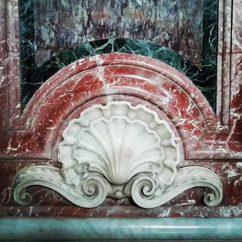 Marmi, marmi e ancora marmi...a santa Maria degli Angeli sono ovunque, e declinati in mille modi