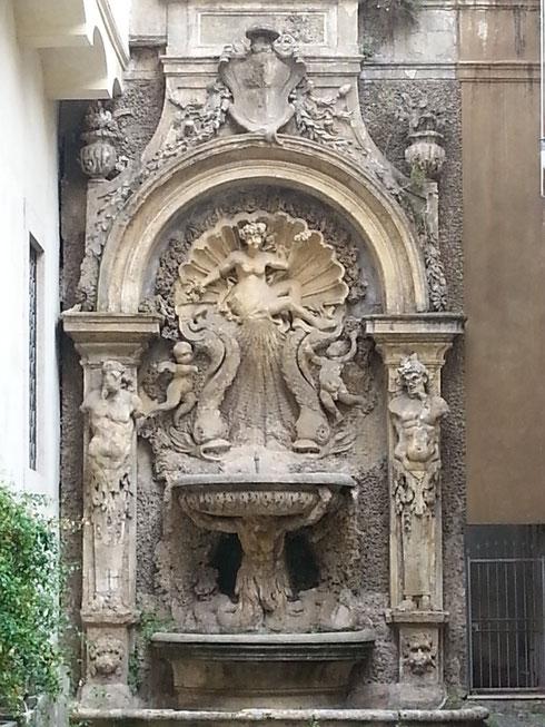 Nascosto in vicolo dei Catinari, il ninfeo di palazzo Santacroce con la nascita di Venere...c'è sempre qualcosa da scoprire perdendosi tra i vicoli...