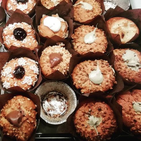 Questa cosa che ieri fosse il croissant day e nessuno mi abbia avvertito la trovo davvero sgradevole...quindi oggi festeggio da sola con un muffin mela e cannella