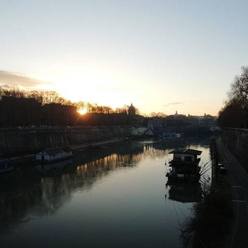 Impression, soleil levant sul ponte regina Margherita
