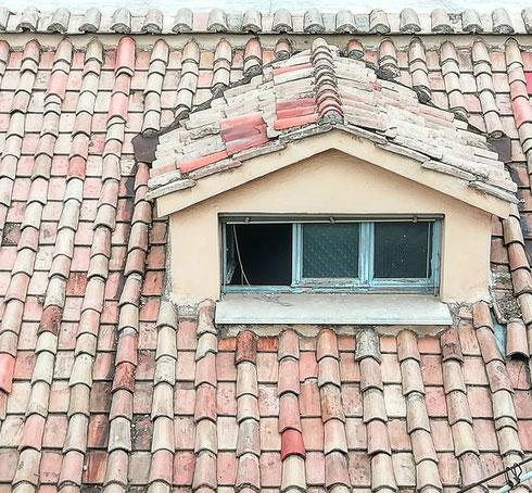 Quanto darei per una finestrella così, affacciata sui tetti di via dei Corso