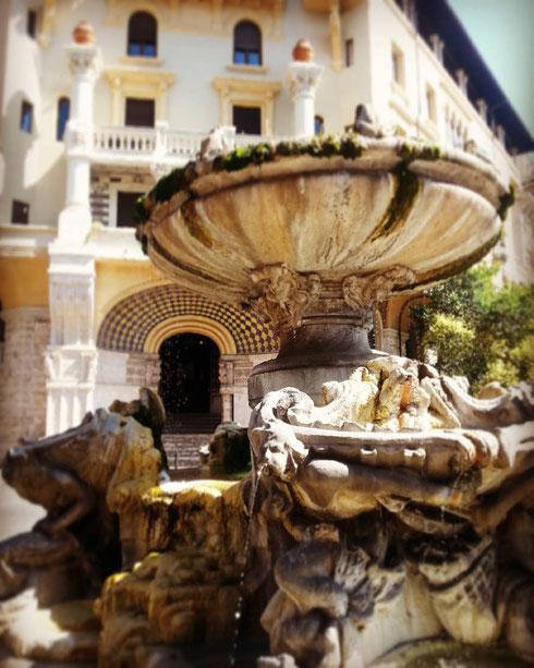 Ancora a spasso per le strade del quartiere Coppedè...ecco la fontana delle Rane