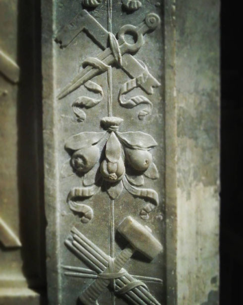 L'eleganza si vede dai dettagli...come per esempio nel delicato rilievo della tomba di Andrea Bregno, in santa Maria sopra Minerva