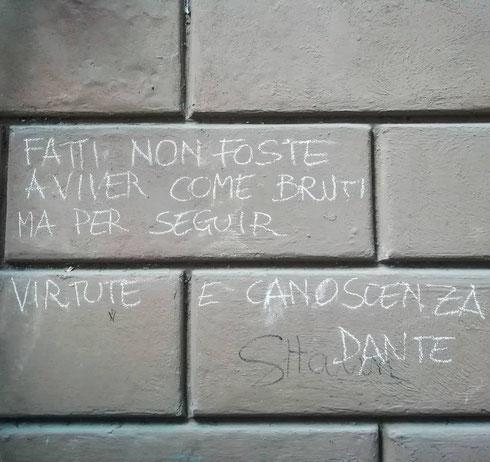 In via dei Gigli d'oro c'è una delle poche scritte sui muri che non cancellerei, ma anzi la copierei dappertutto...ma quanto è moderno Dante?