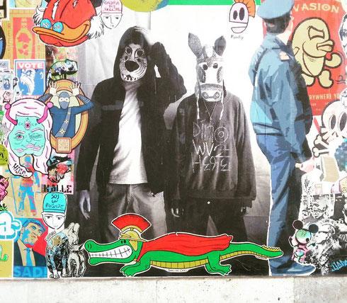 Quante storie si possono inventare guardando il muro dell'ex mattatoio di Testaccio? E soprattutto, che ci fa un coccodrillo vestito da centurione?