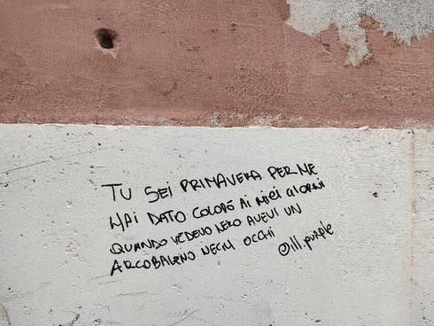 Messaggi d'amore sui muri di Parione